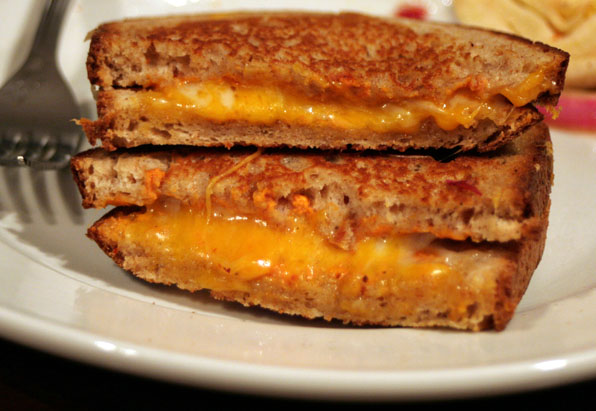 Grilled Cheese Sandwich (Sandwich de Queso Fundido)