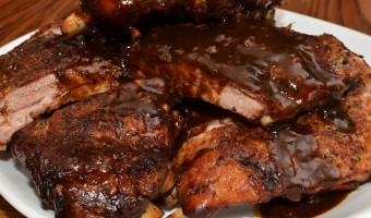 Las costillas de barbecoa del horno